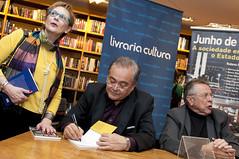 """Integrantes do Espaço Democrático lançam livro sobre manifestações de 2013 • <a style=""""font-size:0.8em;"""" href=""""http://www.flickr.com/photos/60774784@N04/15600275491/"""" target=""""_blank"""">View on Flickr</a>"""
