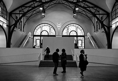 - in the exhibition - (-wendenlook-) Tags: sw bw monochrome street streetphotography berlin hamburgerbahnhof ausstellung exhibition olympus omd em5ii 1718 34mm 180 f32 iso200