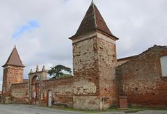 Beaumont sur Leze. Château de Vignolles (XVIIe siècle). (sergeimbert) Tags: beaumontsurlèze hautegaronne châteaux