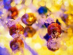 Lindor party (Karsten Gieselmann) Tags: apertureblending blau bokeh dof em5markii farbe frühling gold jahreszeiten kunstlicht licht microfourthirds olympus rot schärfentiefe takumar50mmf14 vintagelens artificiallight blue color golden kgiesel light m43 mft red seasons spring