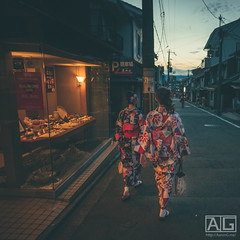 Down Slope (Aaron G (Zh3uS)) Tags: kyoto uji kyotoprefecture osaka japana japan japanese asia gion street alley back backalley land kimono kiyomizudera kiyomizu ladies lady sunset