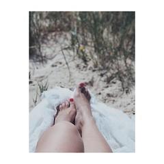 (Vallelitoral) Tags: pies foot mujer woman profundidaddecampo iphone iphonegraphy iphone7plus vsco app playa beach tarifa cute nice retro vintage flickr flickraward