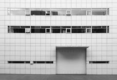 Richard Meier. MACBA #23 (Ximo Michavila) Tags: richardmeier macba ximomichavila blackwhite grey monochromatic bw building architecture archidose archdaily archiref urban abstract geometric barcelona cataluña spain museum art modern lines city
