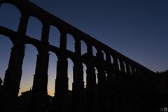 Aquaeductus ([Nelooo]) Tags: acueducto segovia atardecer ocaso piedras puente agua romano arquitectura granito sillares arqueología inspiracionbdf5 contraluz sombras silueta