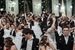 IDEGEN_2017_BethlenBál_2496 (emzepe) Tags: 2017 tél január 7 bethlen bál diákbál prom night ball ballroom hódmezővásárhely zrínyi utca kossuth tér fekete sas díszterem bálterem béke tánc táncol tácolnak dance danse tanz konfetti confetti belövés fellövés levegőbe csillogó scatter shiny spot kilövés