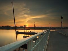 Rabe 04 (Torsten schlüter) Tags: deutschland hambug alster sunrise wasser boot himmel brücke anleger sonnenaufgang aussenalster