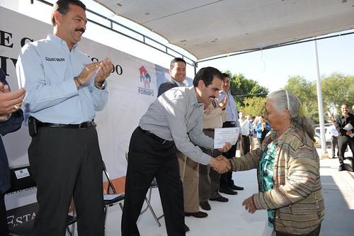 El gobernador Padrés realizó la entrega de viviendas a los ciudadanos más necesitados de Empalme.