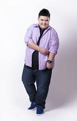 เสื้อเชิ้ตแขนยาวสีม่วงพาสเทลผู้ชายอ้วน