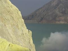 """Le lac doit être un peu soufré ! <a style=""""margin-left:10px; font-size:0.8em;"""" href=""""http://www.flickr.com/photos/83080376@N03/15240118200/"""" target=""""_blank"""">@flickr</a>"""