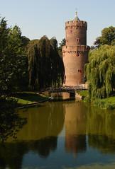 Nijmegen - Kronenburgertoren (grotevriendelijkereus) Tags: park city holland tower netherlands wall nijmegen toren nederland fortification gelderland stadsmuur