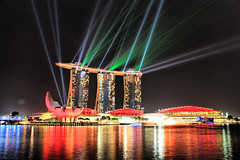 Marina Bay Sands lasers (Jo@net) Tags: show water bay agua singapore asia marin laser sands singapur aigua singapura espectaculo espectacle