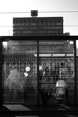 Frankfurt am Main - Konstablerwache (Picturepest) Tags: street city summer blackandwhite bw monochrome germany evening blackwhite hessen frankfurt sommer strasse ballon balloon streetphotography alemania sw schwarzweiss allemagne frankfurtammain germania frankfurtmain hesse nachmittag frankfurtam hassia schwarzweis schwarzweissfotografie schwarzweisfotografie frankfurtamain