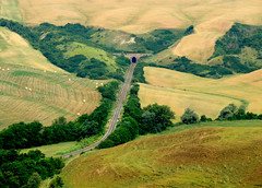 Torre a Castello - Asciano - 3 (anto_gal) Tags: panorama estate crete siena toscana treno galleria paesaggio ferrovia asciano 2015 torreacastello