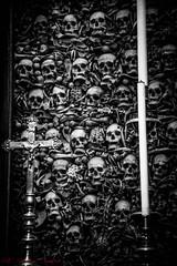Amen...... (n.i.n.) Tags: skull teschi chiesa religione ossa bianco e nero