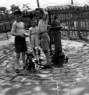 Airlie Family with Joe Reilly Glasgow Green 1940s