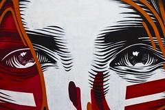 Hypnothérapie (Gerard Hermand) Tags: 1703177072 gerardhermand france paris canon eos5dmarkii formatpaysage œil eye regard glance femme woman rue street art streetart peinture paint mur wall béton concrete