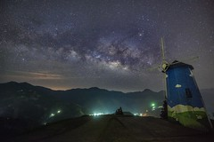 清境農場~風車銀河~ Windmill milkyway (Shang-fu Dai) Tags: 台灣 taiwan 南投 nikon d800e sky landscape formosa galaxy 銀河 星空 afs1635mmf4 milkyway 清境農場 夜景