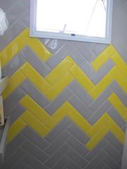 Detalhe revestimento (makstudio2015) Tags: azulejo amarelo cinza diagonal box triangulo moderno banheiro interiores arquitetura reforma