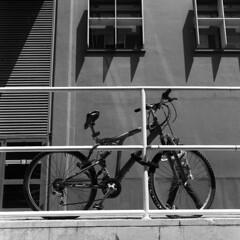 Bike (Valt3r Rav3ra - DEVOted!) Tags: ilforddelta400 analogico film rolleiflex medioformato milano bicocca università university valt3r valterravera visioniurbane urbanvisions urbanvision streetphotography street bw biancoenero blackandwhite bike 6x6 120