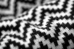 Wavy. (Dikke Biggie.) Tags: macromonday macromondays macro closeup detail blackandwhite bw black white zwartwit zw zwart wit cloth textile textiel themeclothtextile wavy waving golvend knitted gebreid breien points punten point punt canon canoneos450d 100mm f28 dof depthoffield scherptediepte bokeh canonnl dgawc