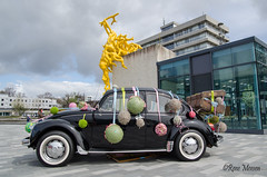 Out of the globe (Rene Mensen) Tags: öut globe mbo terra college emmen kever beetle vw flowers students volkswagen