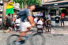"""""""Expressando o Movimento"""" (Luiz Felipe Martins) Tags: brazil americadosul southamerica brasil riodejaneiro regiaodoslagos armacaodosbuzios armaçãodosbúzios búzios buzios botafogo açouguedomarreco cores açouguedobotafogo movimento rich street verdeeamarelo verde amarelo alvinegro"""