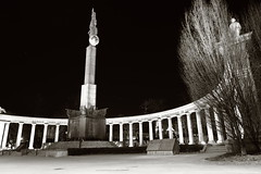 Heroes' Monument of the Red Army for make benefit glorious nation of Austria (No_Mosquito) Tags: vienna austria city centre night lights dark urban memorial history canon powershot g7x mark ii columns deserted soviet army schwarzenbergplatz redarmy monument