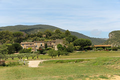 D943 - Lourmarin (France) EXPLORE (Meteorry) Tags: houses france apt landscape europe village maisons july paca explore provence luberon middleages foothill vaucluse cadenet lourmarin 2014 moyenage meteorry provencealpesctedazur provencealpesctedazur portesduluberon