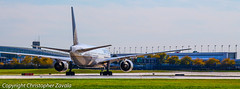 United Airlines Boeing 777-200/ International Terminal 5 (Doctor Christopher) Tags: boeing unitedairlines boeing777 chicagoohareinternationalairport boeing777200