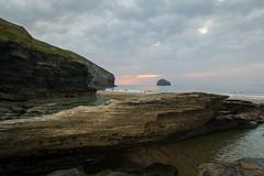 Bay in Cornwall (bernd obervossbeck) Tags: greatbritain sunset england rock evening abend bay cornwall sonnenuntergang atlanticocean eveninglight tintagel felsen bucht abendlicht atlantischerozean grosbritannien