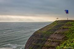 En busca del cielo (clandestinox21) Tags: ocean sea seascape peru canon landscape mar fly lima paisaje 7d oceano vuelo parapente callao canonista