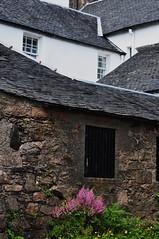 Les maisons d'Inveraray, Argyll and Bute, Ecosse, Grande-Bretagne, Royaume-Uni. (byb64) Tags: uk greatbritain houses scotland europa europe unitedkingdom maisons argyll pueblo eu escocia case casas ue schottland inveraray reinounido vilage ecosse scozia grossbritanien royaumeuni granbretana argyllandbute grandebretagne royalburgh vereinigtesknigreich bourgroyal