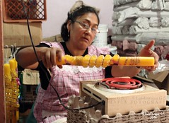 Calentando la Cera - Tochimilco - Puebla - Mxico (Luis Enrique Gmez Snchez) Tags: mxico dayofthedead mexique messico dayofthedeadmexico   mexicodayofthedead  luisenriquegmezsnchez  canont3i