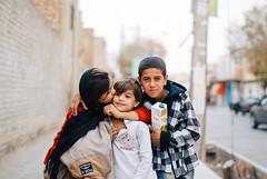 Yazd (cranjam) Tags: kids kiss iran middleeast posing persia yazd mediooriente vsco ایران