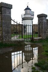 Reflet (Torpenn) Tags: france maisons bretagne monuments reflets constructions finistre 2014 eglises pointesaintmathieu