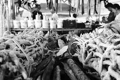 Feira Municipal (tatianybarros) Tags: blackandwhite bw brasil blackwhite pb rn açú assú