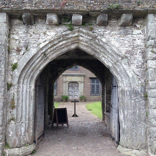 Gateway to the 14th century Tretower Court