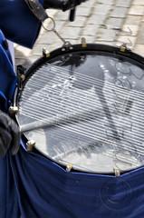 Reflejos del sonido en movimiento (mArregui) Tags: wwwarreguimeluscom marregui movimiento caja tambor semanasanta semana santa madrid cultura tradición religión bombo sonido