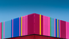 Rainbow facade (Karsten Gieselmann) Tags: 14140mmf3556 architektur blau em5markii farbe fassade filter gelb hoya lumixgvario microfourthirds olympus polarisationsfilter polfilter rosa rot sonne wetter architecture blue color front kgiesel m43 mft pink polarizingfilter red sun weather yellow
