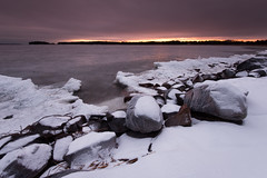 Ice, snow and rocks - Skutberget (- David Olsson -) Tags: skutberget karlstad sweden värmland lake vänern snow ice winter wintry cold freezing sunset sundown lakescape seascape nature outdoor landscape cloudy clouds overcast horizonglow nikon d800 1635 1635mm 1635vr vr fx davidolsson leefilters 06hard gnd grad 2017 january januari