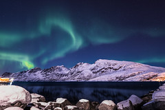 northern lights (anthony.vairos) Tags: northern lights aurores boréale snow stone landscape sea norway norvège nikon d750 irix 15mm f24 blackstone lightroom photoshop manfrotto photo photography photographie fullframe pleinformat dslr passion paysages night nightscape travel cold scandinavie