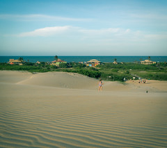headed to the beach (renna c) Tags: itaúnas espiritosanto dunas mar dunes sea sand coast brasil