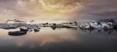 Reflejos... (Toni_pb) Tags: islandia iceland jökulsárlón glacier glaciar glacierlagoon ice clouds colors cielo cloudy contrast seascape sea sky sunset water waterscape warm cold nikon nature nubes naturaleza nikkor1424f28 landscape d810
