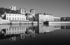 Quai de Saône (Laetitia de Lyon) Tags: fujifilmxt10 lyon quaiquay saône cathédrale saintjean basilique fourvière noiretblanc blackandwhite bnw bw nb