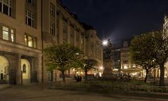 Leipzig, Naschmarkt (*MH*) Tags: deutschland germany sachsen leipzig city altstadt naschmarkt platz beleuchtung licht light goethe statue denkmal bronzestatue nachtaufnahme skulptur altehandelsbörse johannwolfganggoethe