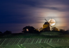 Full moon in Verzenay (tOntOnfred LP) Tags: moulin verzenay reims france full moon lune night pleine champagne vignes vignoble