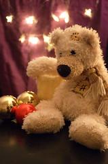 Gisbert (DanielHiller) Tags: weihnachten advent teddy kerze freund br weihnachtsschmuck dekoration kugeln gisbert christbaumkugeln