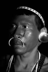 Matis - Amazonas (guiraud_serge) Tags: brazil portrait brasil amazon tribes indians tribe indios ethnic rituel plumes brsil tribu amazonie indiens matis tissage tribus ethnie yawalapiti guiraud karaja minoritsethniques sergeguiraud peinturescorporelles kayapokaiapoguarani plumaserie ornementscorporels