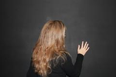 Pensativa... (vavie2012) Tags: woman wall hair pared mujer hand femme main think mano pensive mur pelo cheveux pensativa castigada punie