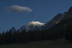 Mont Blanc à l'aube (Paolo Pasquariello) Tags: people by italian top quality images national only courmayeur geographic montblanc montebianco valledaosta ngi valferret
